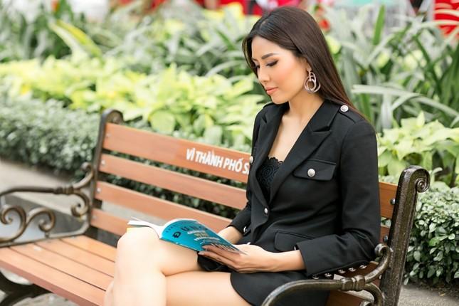 Sống tích cực mùa dịch: Nguyễn Thị Loan chia sẻ cuốn sách 'cẩm nang' cho nghề diễn viên ảnh 1
