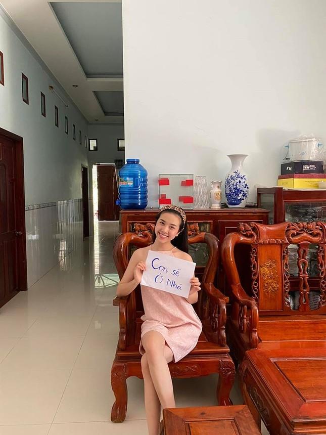 Mặt mộc sao Việt khi cách ly: Tiểu Vy đẹp không tì vết, H'hen Niê giản dị vẫn thần thái ảnh 12
