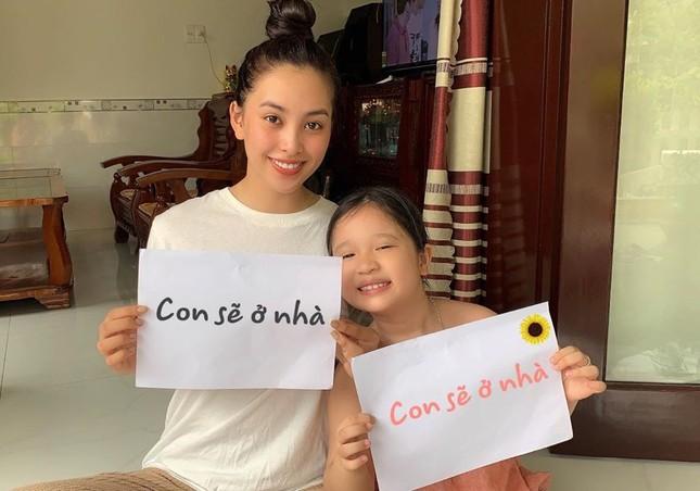 Mặt mộc sao Việt khi cách ly: Tiểu Vy đẹp không tì vết, H'hen Niê giản dị vẫn thần thái ảnh 1