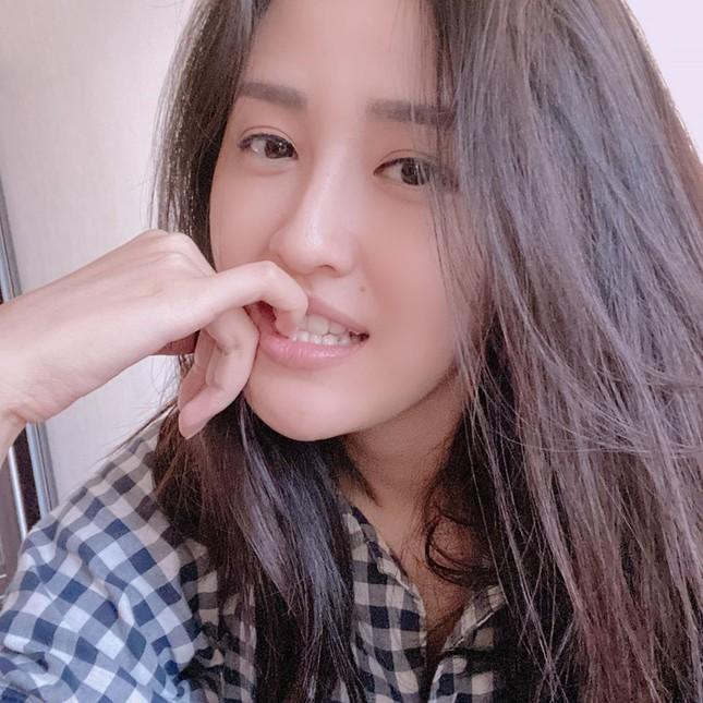 Mặt mộc sao Việt khi cách ly: Tiểu Vy đẹp không tì vết, H'hen Niê giản dị vẫn thần thái ảnh 7