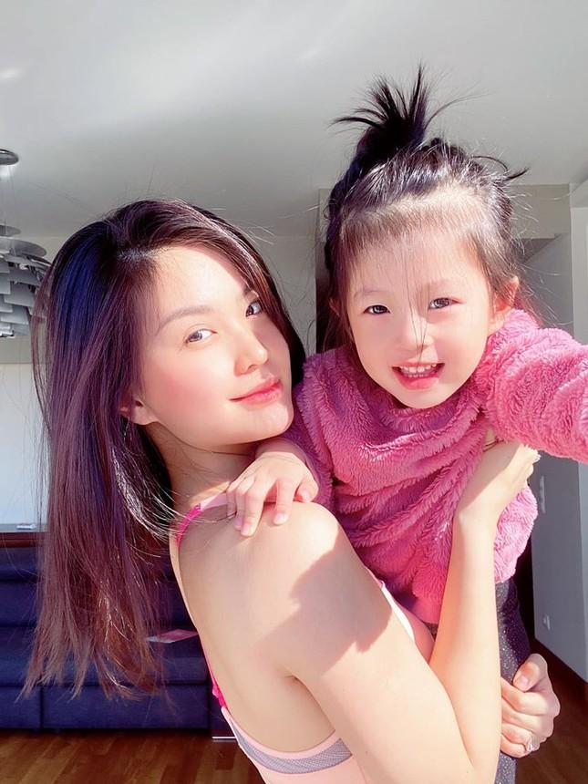 Mặt mộc sao Việt khi cách ly: Tiểu Vy đẹp không tì vết, H'hen Niê giản dị vẫn thần thái ảnh 6