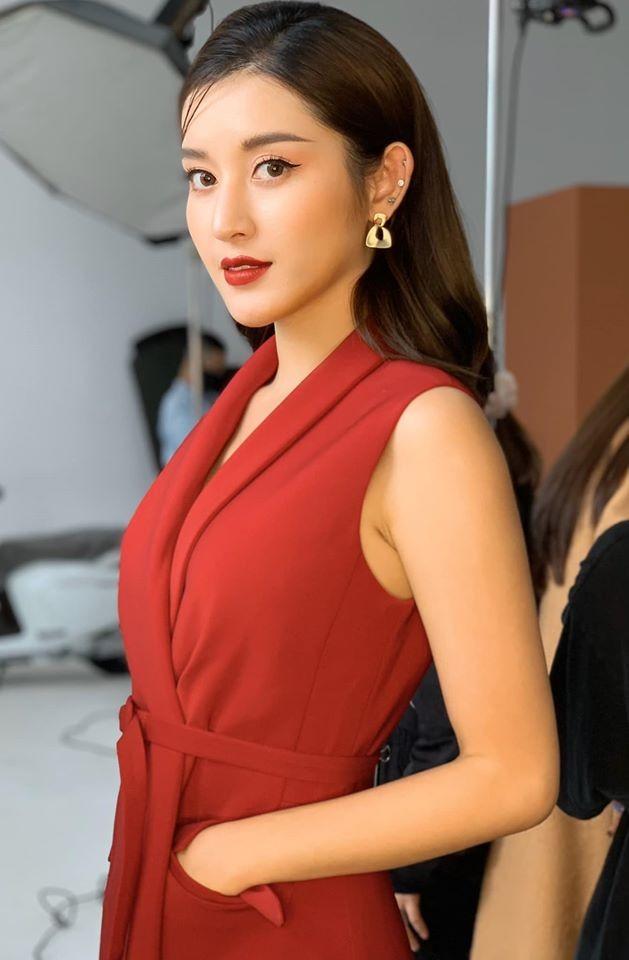 Tái xuất sau cách ly: Huyền My lộng lẫy như công chúa, Kim Duyên gợi cảm với váy lạ mắt ảnh 4