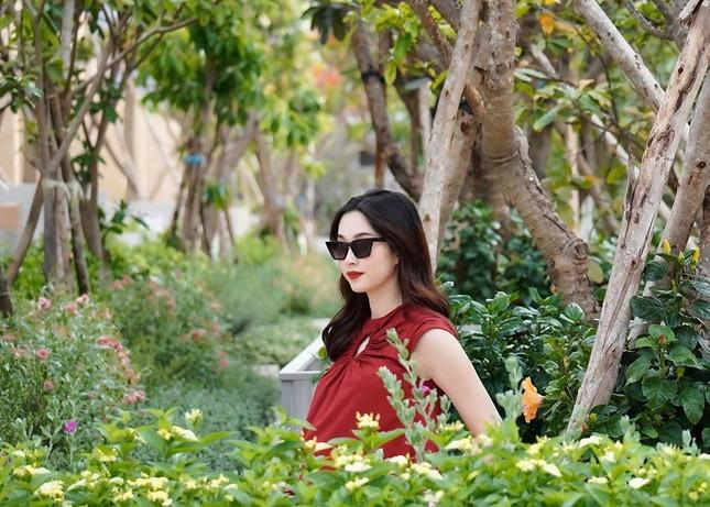 Tái xuất sau cách ly: Huyền My lộng lẫy như công chúa, Kim Duyên gợi cảm với váy lạ mắt ảnh 10