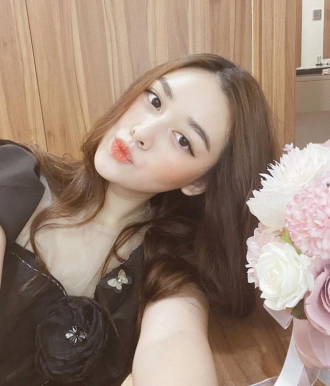 Tái xuất sau cách ly: Huyền My lộng lẫy như công chúa, Kim Duyên gợi cảm với váy lạ mắt ảnh 12