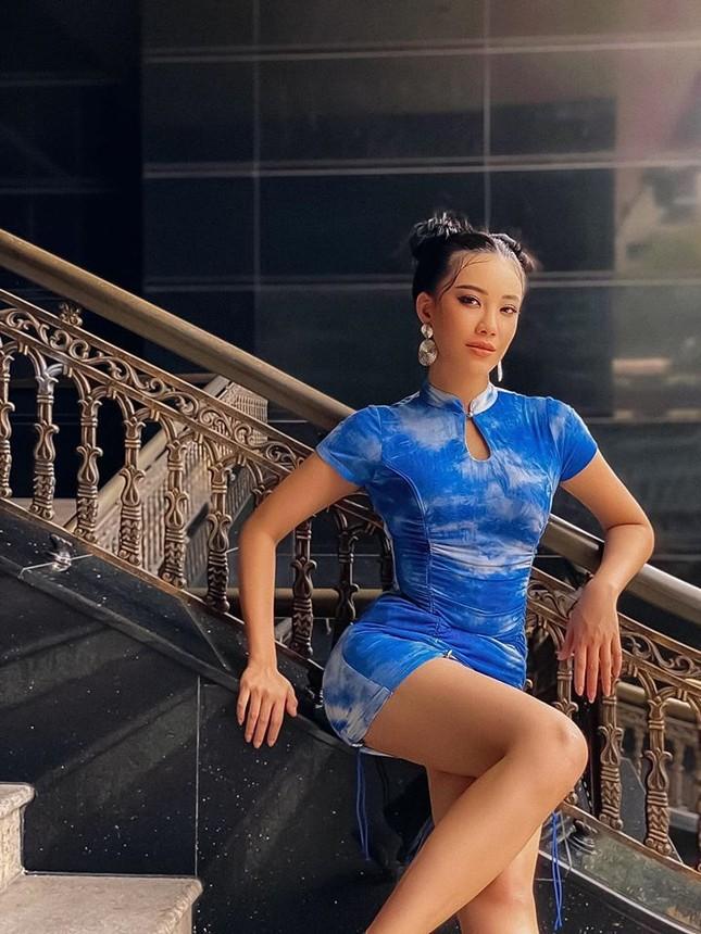 Tái xuất sau cách ly: Huyền My lộng lẫy như công chúa, Kim Duyên gợi cảm với váy lạ mắt ảnh 6