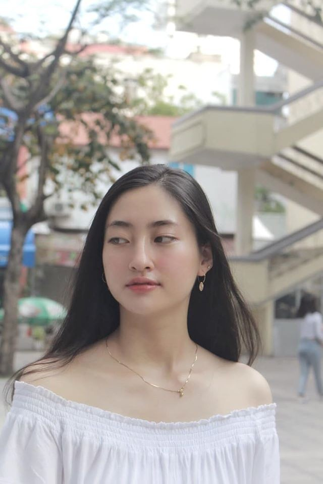Khánh Vân -Minh Tú đồng loạt mặc áo cờ đỏ sao vàng, đầy tự hào mừng ngày lễ 30/4 ảnh 5