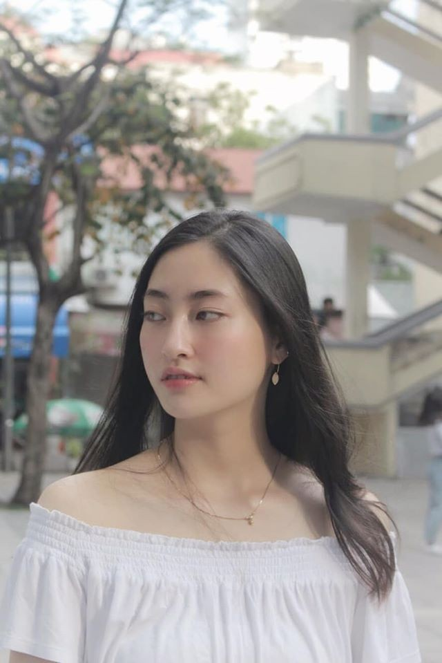 Khánh Vân -Minh Tú đồng loạt mặc áo cờ đỏ sao vàng, đầy tự hào mừng ngày lễ 30/4 ảnh 6