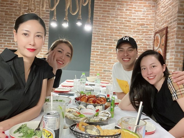 Á hậu Thuý Vân khoe khéo mẹ chồng tương lai trong Ngày của Mẹ ảnh 7