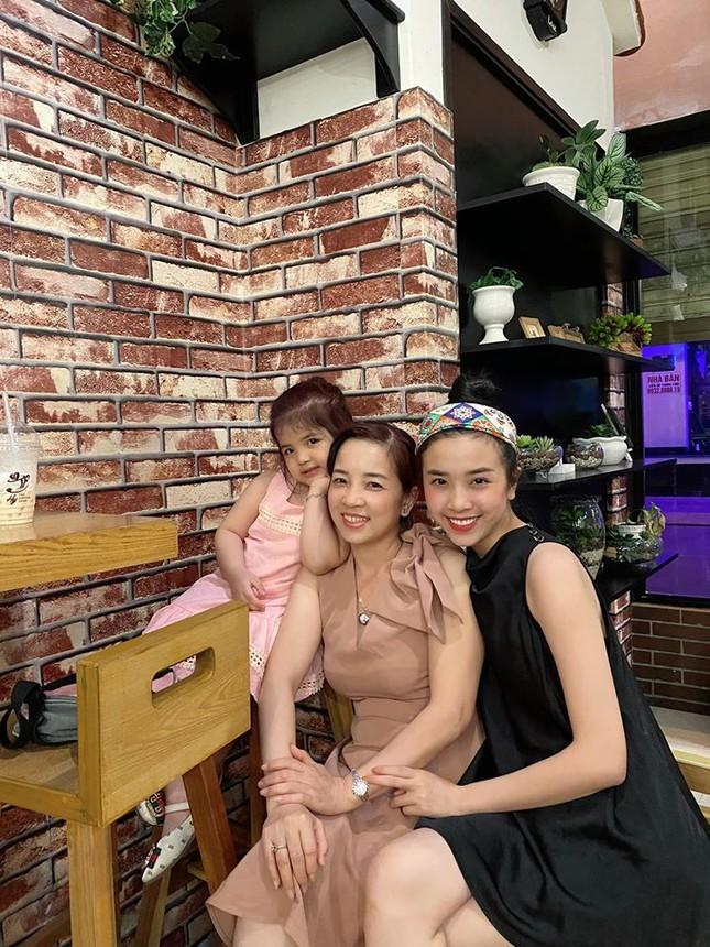Á hậu Thuý Vân khoe khéo mẹ chồng tương lai trong Ngày của Mẹ ảnh 6