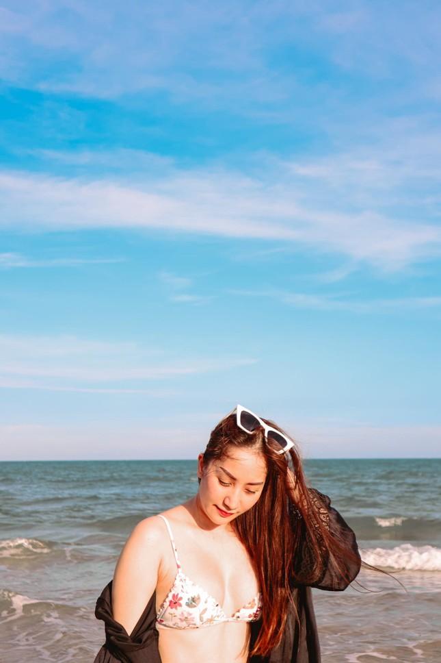 Khánh Thi nóng bỏng với bikini, hôn Phan Hiển say đắm trên biển Vũng Tàu ảnh 5