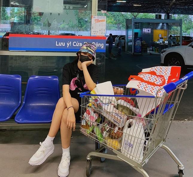 Mai Phương Thuý mặc váy cúp ngực gợi cảm ảnh 12