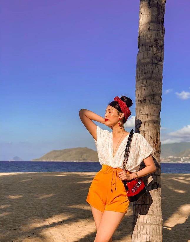 Mai Phương Thuý mặc váy cúp ngực gợi cảm ảnh 3