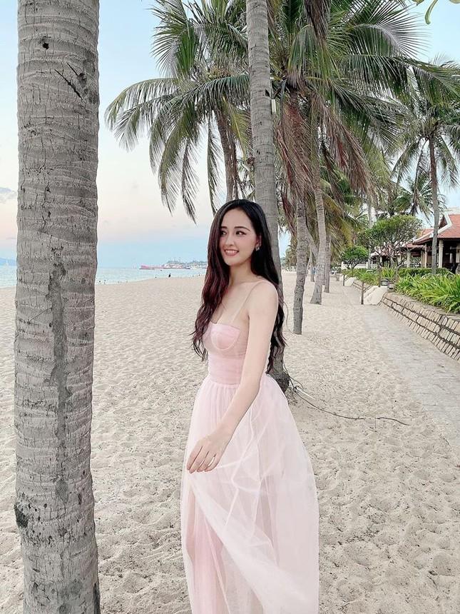 Mai Phương Thuý mặc váy cúp ngực gợi cảm ảnh 1