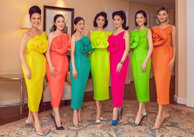 Á hậu Thuý Vân hé lộ hậu trường chụp ảnh cưới, fan trầm trồ nhan sắc 'cực phẩm' của chú rể ảnh 12