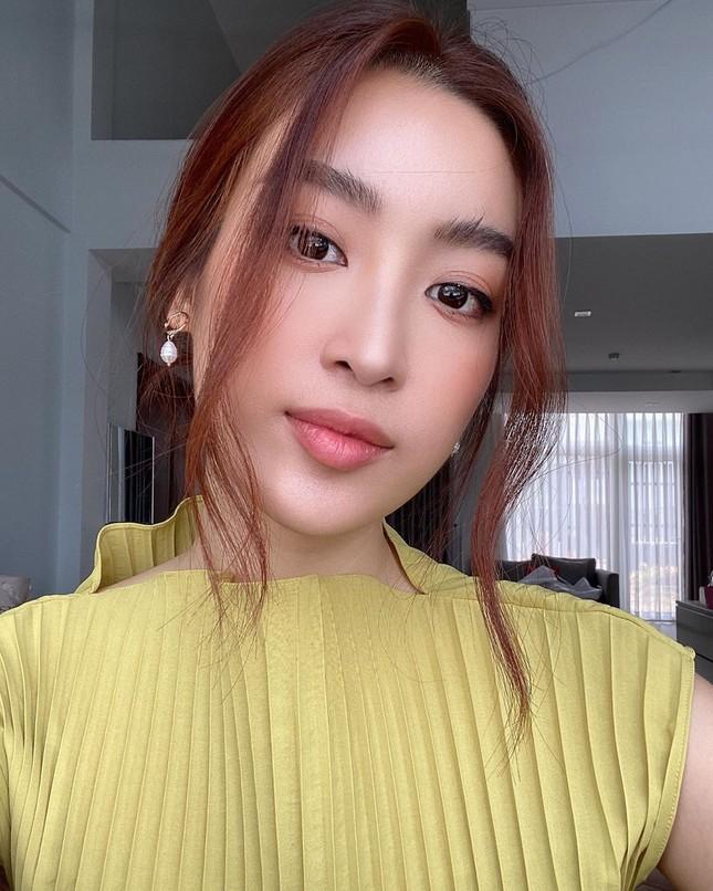 Á hậu Thuý Vân hé lộ hậu trường chụp ảnh cưới, fan trầm trồ nhan sắc 'cực phẩm' của chú rể ảnh 6