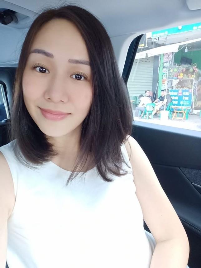 Á hậu Thuý Vân hé lộ hậu trường chụp ảnh cưới, fan trầm trồ nhan sắc 'cực phẩm' của chú rể ảnh 15
