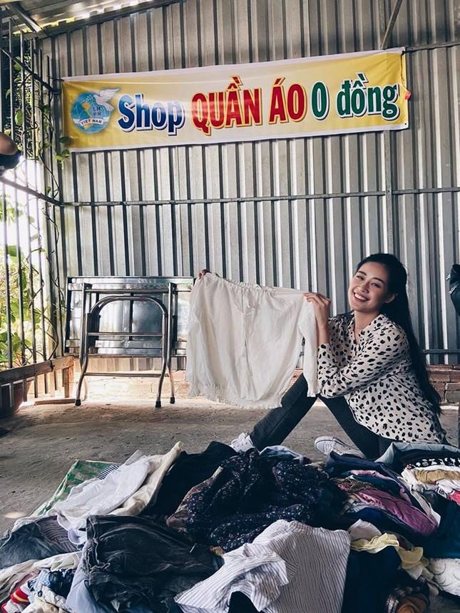 Á hậu Thuý Vân hé lộ hậu trường chụp ảnh cưới, fan trầm trồ nhan sắc 'cực phẩm' của chú rể ảnh 14