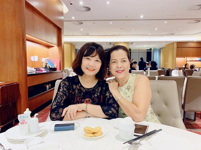 Á hậu Thuý Vân hé lộ hậu trường chụp ảnh cưới, fan trầm trồ nhan sắc 'cực phẩm' của chú rể ảnh 3