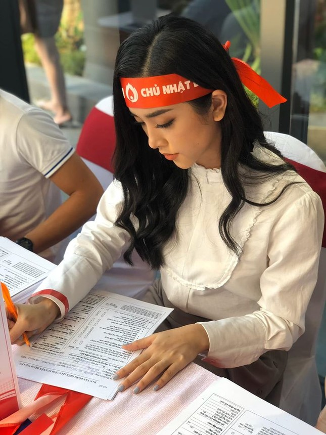 Tiểu Vy thăng hạng nhan sắc sau MV của Erik, Huyền My kín đáo vẫn cực xinh đẹp ảnh 11