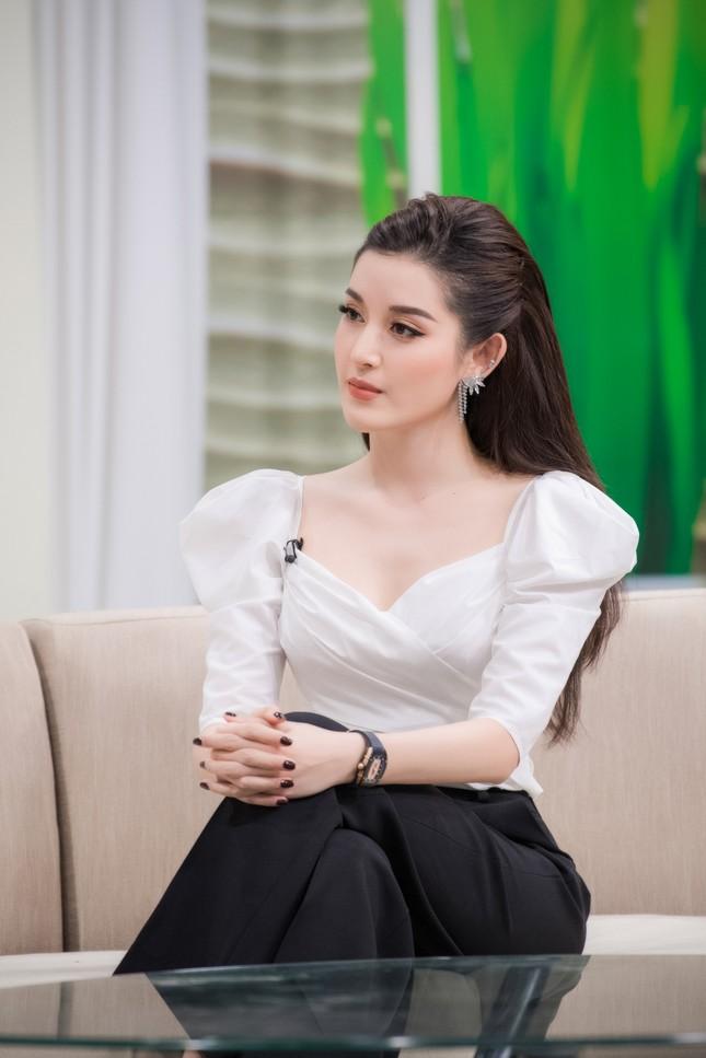 MC Lê Anh cực tình tứ, khen Huyền My 'ăn gì mà đẹp từng milimet' ảnh 7
