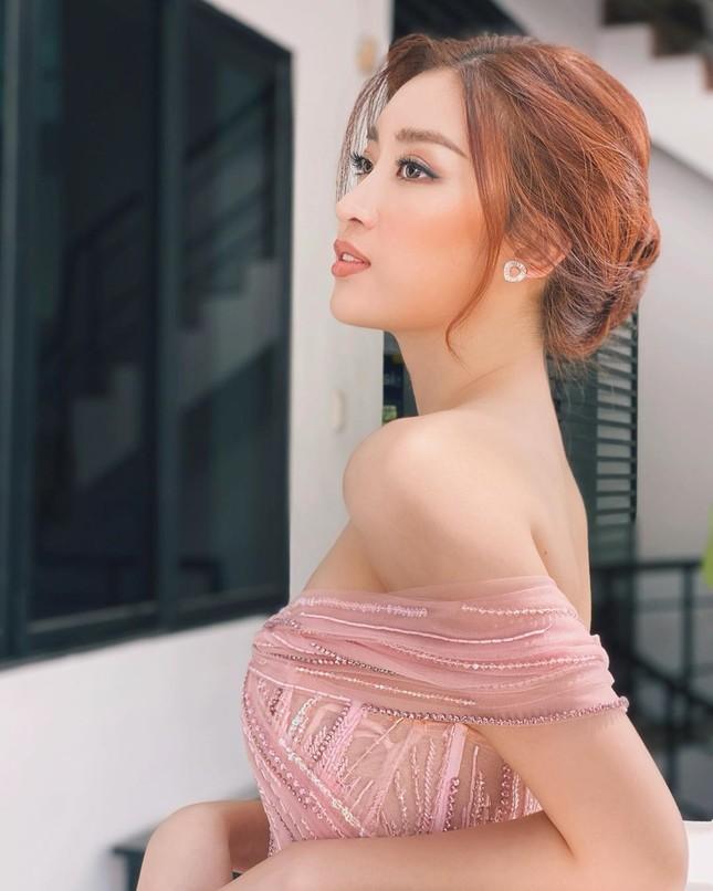 Minh Tú khoe eo 'con kiến' cực sexy, Hoàng Thuỳ nóng bỏng không kém với bikini hoạ tiết ảnh 7