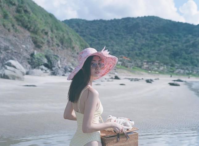 Béo tròn sau thời gian cách ly, vậy mà giờ Lương Thuỳ Linh đã tự tin mặc bikini đầy sexy ảnh 1