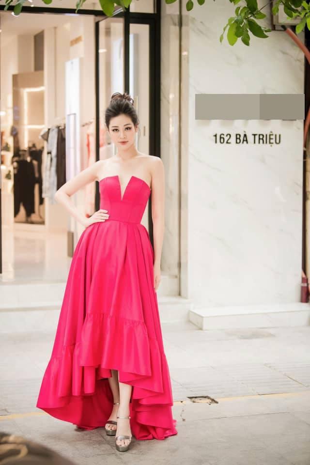 'Mẹ chồng' Lan Hương gây bất ngờ với trang phục trễ nải siêu gợi cảm ảnh 2