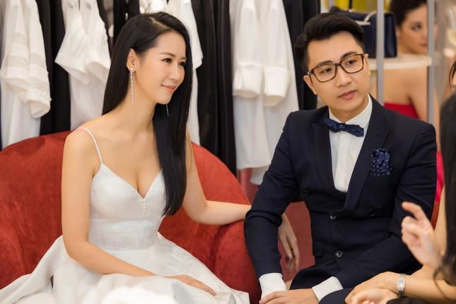 'Mẹ chồng' Lan Hương gây bất ngờ với trang phục trễ nải siêu gợi cảm ảnh 9