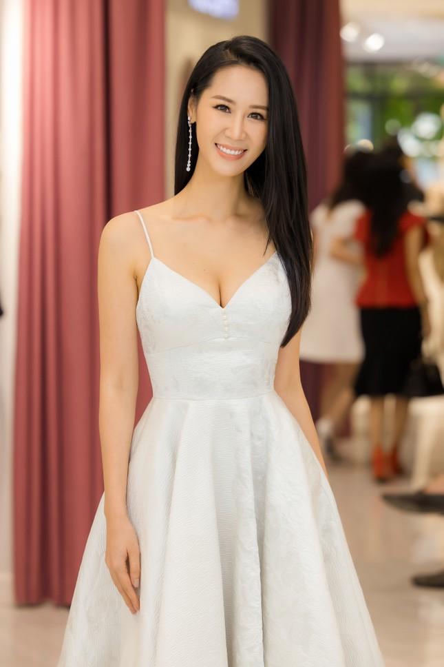 'Mẹ chồng' Lan Hương gây bất ngờ với trang phục trễ nải siêu gợi cảm ảnh 6
