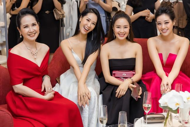 'Mẹ chồng' Lan Hương gây bất ngờ với trang phục trễ nải siêu gợi cảm ảnh 3