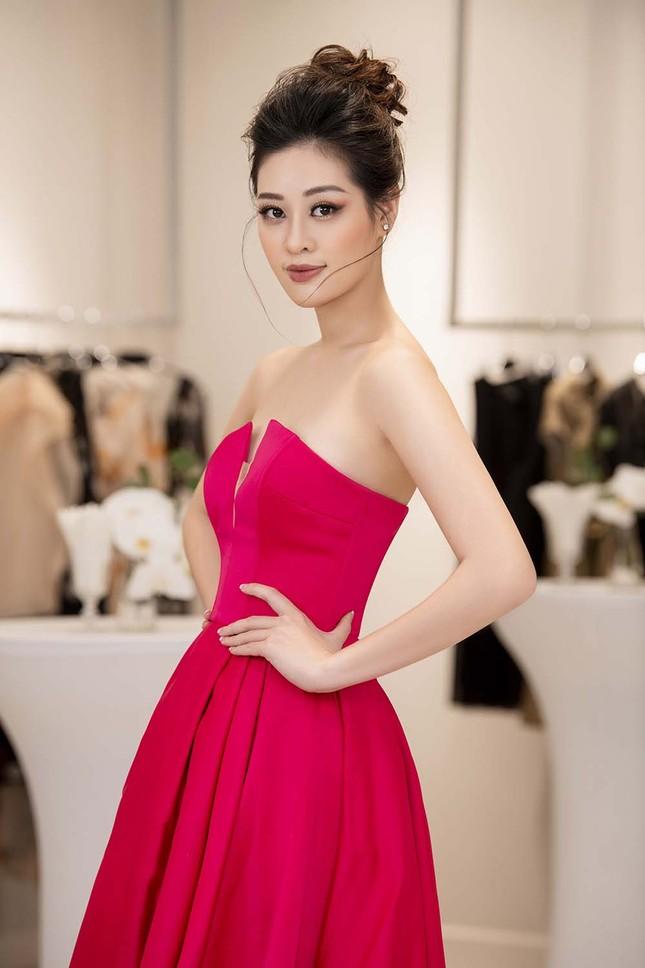 Hoa hậu Khánh Vân tái xuất lộng lẫy sau dịch COVID-19, khoe vòng 1 gợi cảm táo bạo ảnh 6