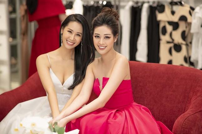 Hoa hậu Khánh Vân tái xuất lộng lẫy sau dịch COVID-19, khoe vòng 1 gợi cảm táo bạo ảnh 9