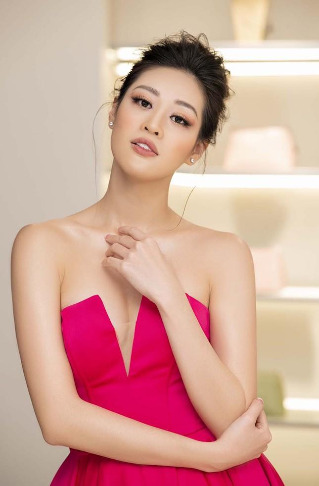 Hoa hậu Khánh Vân tái xuất lộng lẫy sau dịch COVID-19, khoe vòng 1 gợi cảm táo bạo ảnh 4
