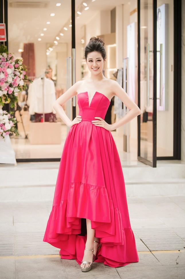 Hoa hậu Khánh Vân tái xuất lộng lẫy sau dịch COVID-19, khoe vòng 1 gợi cảm táo bạo ảnh 1