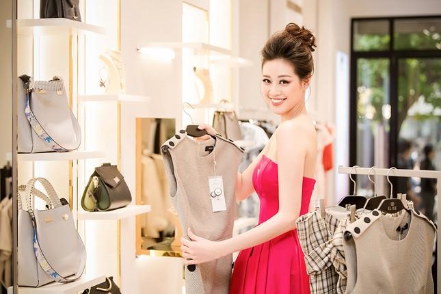 Hoa hậu Khánh Vân tái xuất lộng lẫy sau dịch COVID-19, khoe vòng 1 gợi cảm táo bạo ảnh 11