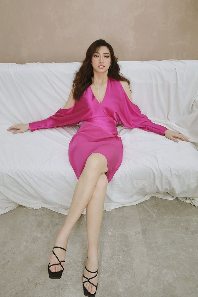 Lương Thuỳ Linh chia sẻ khát vọng tiếp tục đi thi quốc tế, tung bộ ảnh mới cực gợi cảm ảnh 9