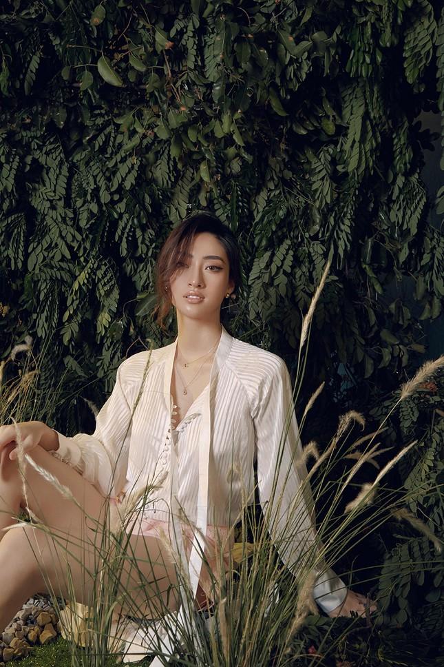 Lương Thuỳ Linh chia sẻ khát vọng tiếp tục đi thi quốc tế, tung bộ ảnh mới cực gợi cảm ảnh 4
