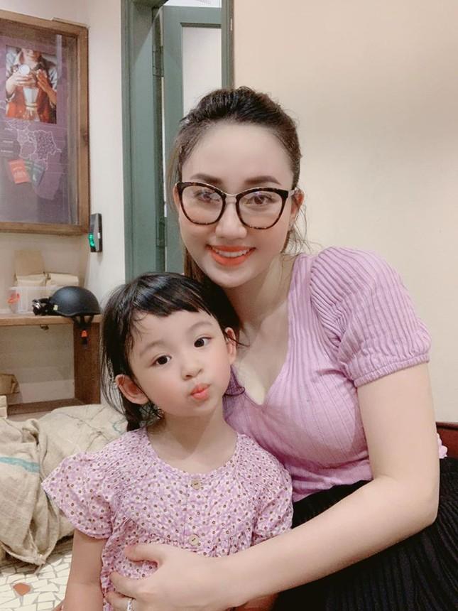 Hoa hậu Thu Thảo hạ sinh con trai, gia đình nhỏ đã 'đủ nếp đủ tẻ' cực hạnh phúc ảnh 13