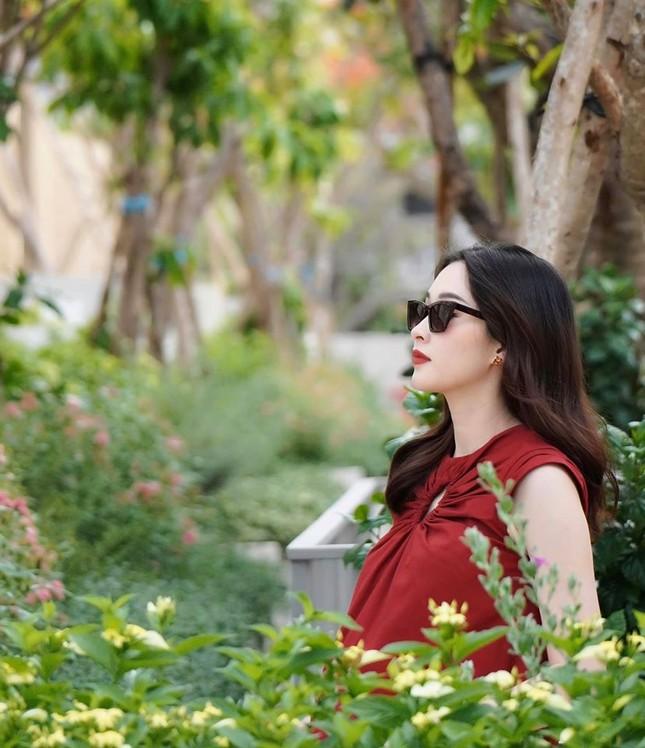 Nhan sắc vẫn xinh đẹp 'không tì vết' của Hoa hậu Thu Thảo khi bầu bí lần 2 ảnh 1
