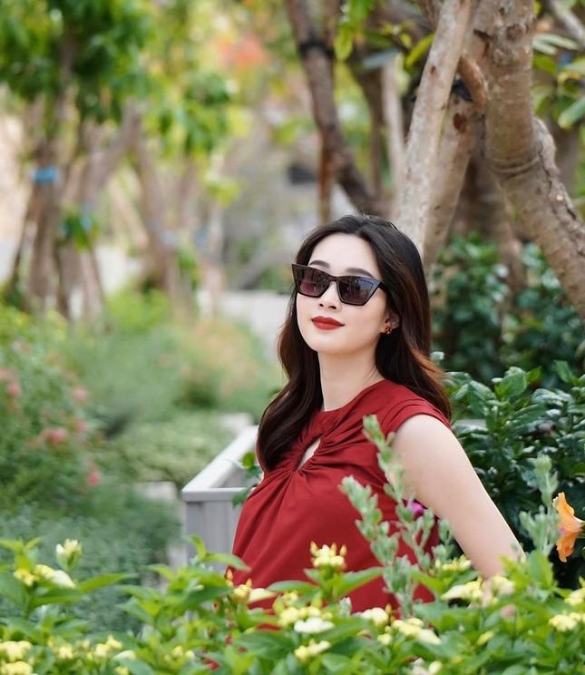 Nhan sắc vẫn xinh đẹp 'không tì vết' của Hoa hậu Thu Thảo khi bầu bí lần 2 ảnh 2