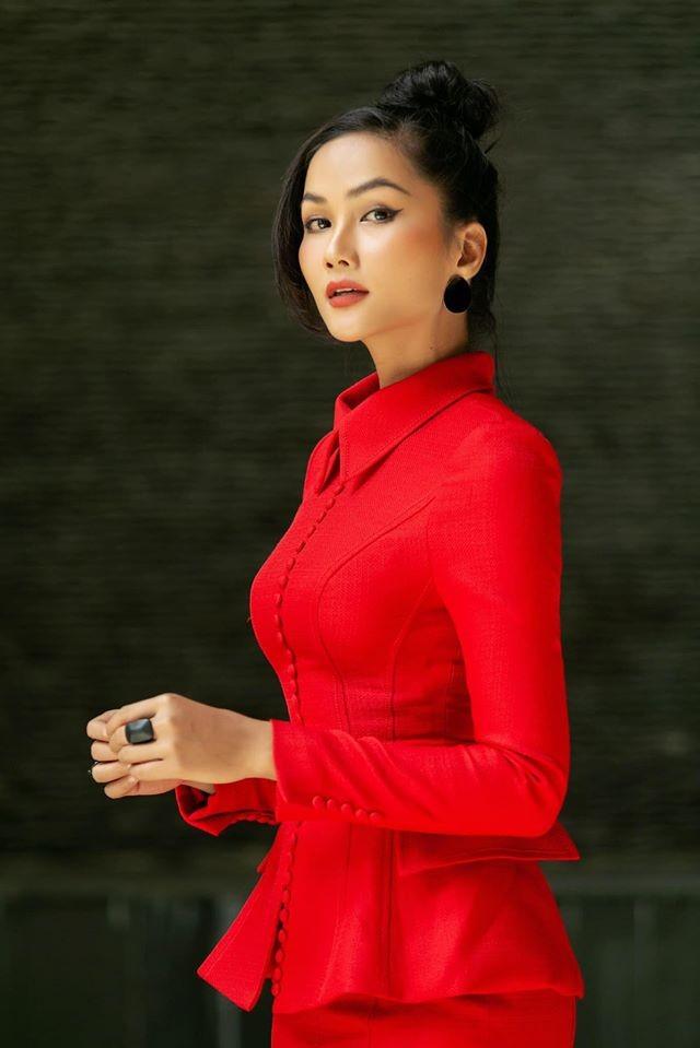 Hoa hậu Mai Phương Thuý mặc bikini khoe dáng nóng bỏng bên hồ bơi ảnh 8