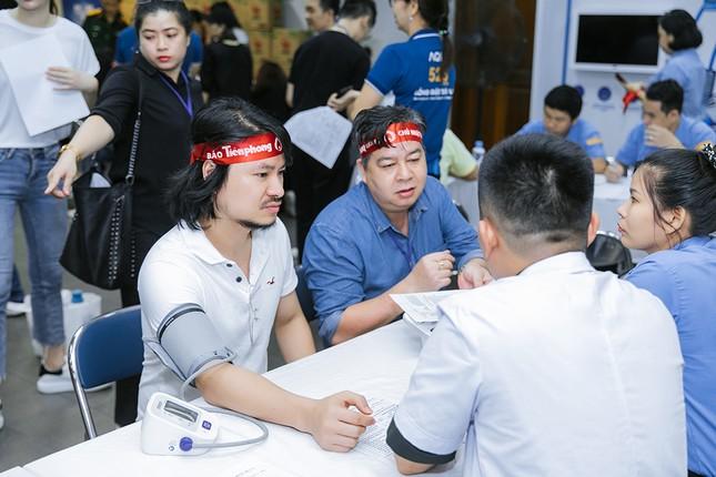 Dàn Hoa - Á hậu khoe sắc tinh khôi với áo trắng, tham gia hiến máu nhân đạo ảnh 17