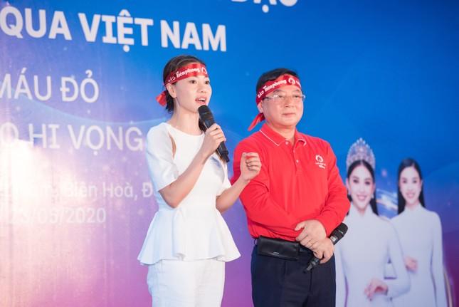 Dàn Hoa - Á hậu khoe sắc tinh khôi với áo trắng, tham gia hiến máu nhân đạo ảnh 12