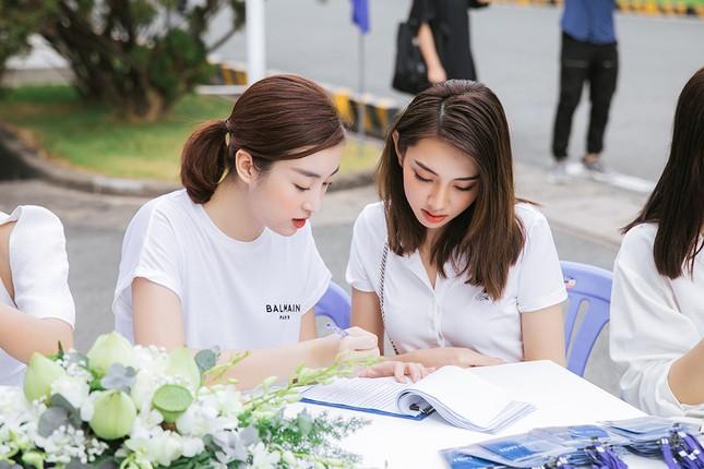 Dàn Hoa - Á hậu khoe sắc tinh khôi với áo trắng, tham gia hiến máu nhân đạo ảnh 8