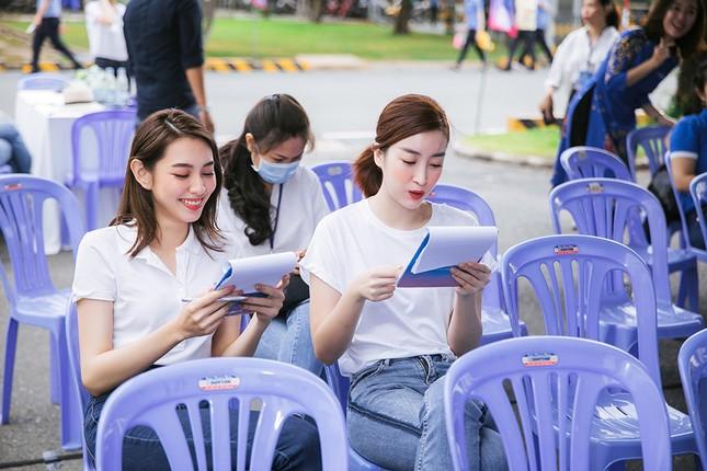 Dàn Hoa - Á hậu khoe sắc tinh khôi với áo trắng, tham gia hiến máu nhân đạo ảnh 9