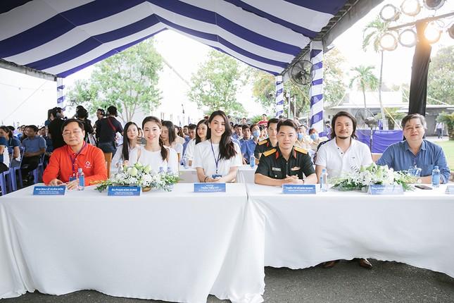 Dàn Hoa - Á hậu khoe sắc tinh khôi với áo trắng, tham gia hiến máu nhân đạo ảnh 2
