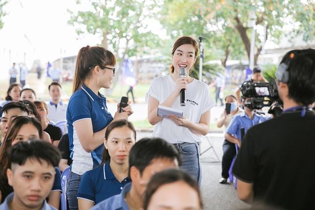 Dàn Hoa - Á hậu khoe sắc tinh khôi với áo trắng, tham gia hiến máu nhân đạo ảnh 10