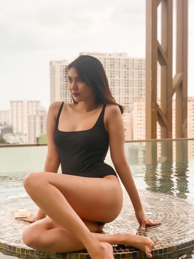Mặc đồ bơi đơn giản, Lan Khuê vẫn làm fans 'phát sốt' với đường cong 'bỏng mắt' ảnh 3