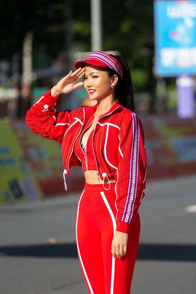 Hoa hậu Đặng Thu Thảo lần đầu lộ diện xinh đẹp sau khi sinh con thứ hai ảnh 13