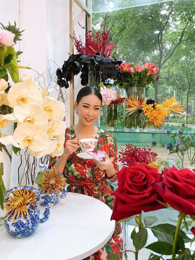 Hoa hậu Đặng Thu Thảo lần đầu lộ diện xinh đẹp sau khi sinh con thứ hai ảnh 10